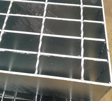 发动机研发车间需要铺设平台钢格板